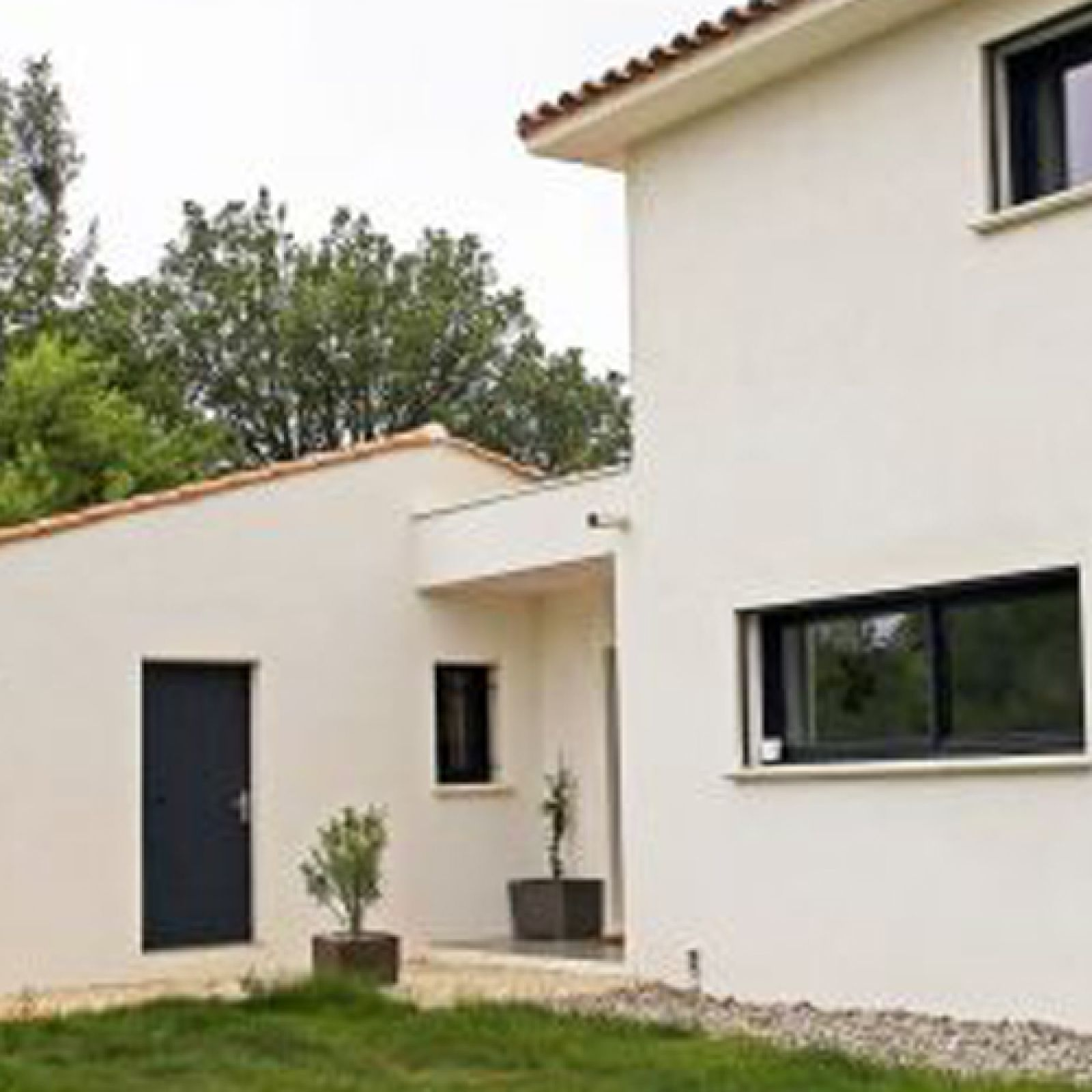Grande maison contemporaine gr asque for Grande maison moderne