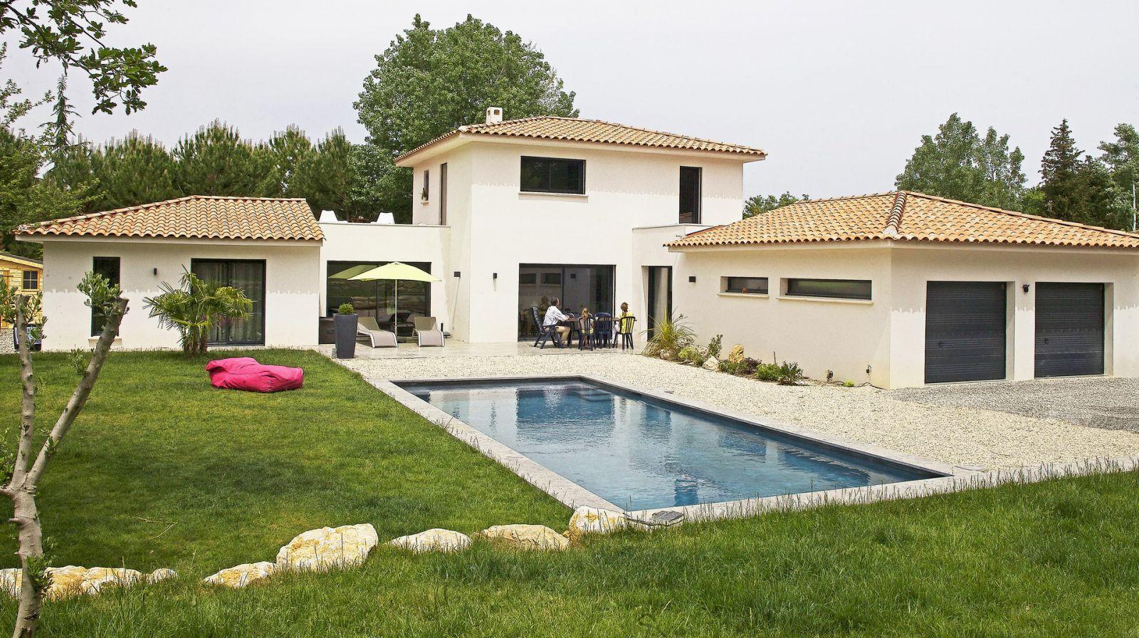 Grande maison contemporaine gr asque for Grande maison moderne