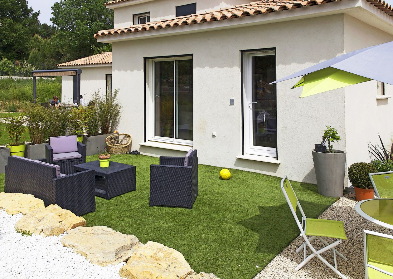 Une villa semi contemporaine greasque for Maison semi contemporaine