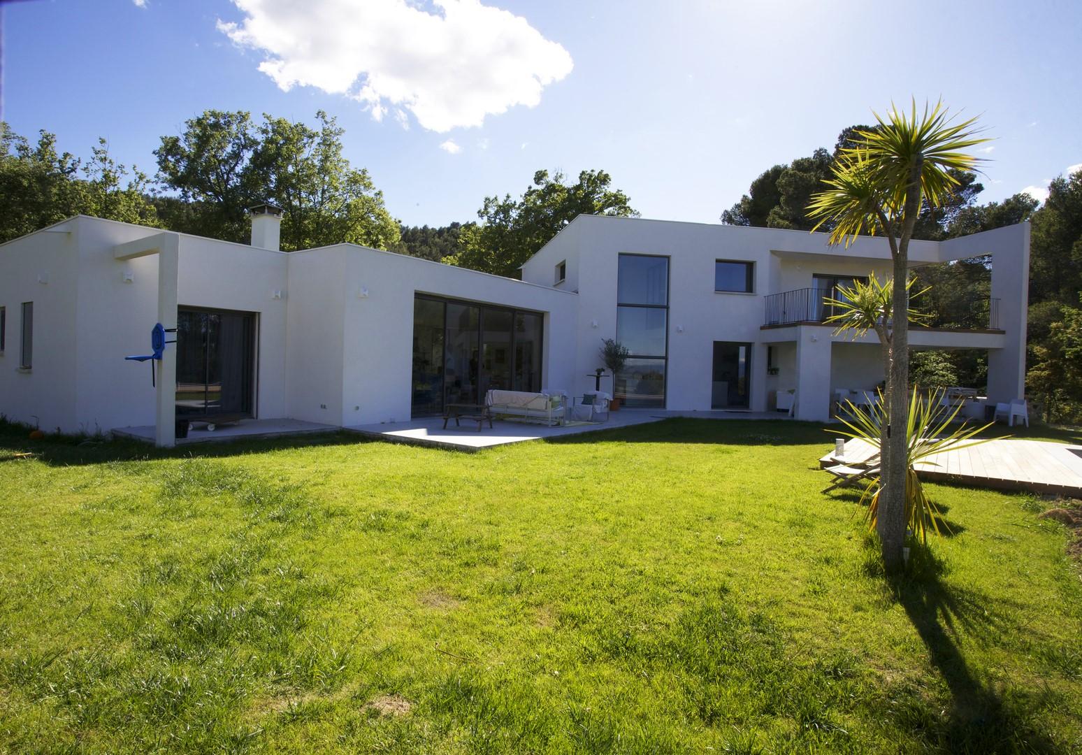 Auvent moderne pour villa individuelle maison moderne for Auvent maison moderne
